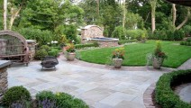 Dry Set Bluestone Patio with Flint Paver Border