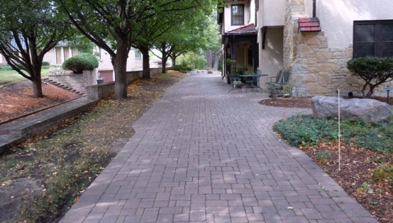 Paver driveway in Minneapolis 11 years after installation